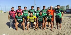 فوتبال ساحلی گناوه روی موج سقوط
