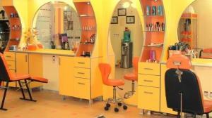رئیس اتحادیه آرایشگران زنانه استان اصفهان: بیشتر زنان آرایشگر خودسرپرست هستند