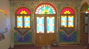 زخم شیشه رنگیهای وارداتی برقلب گرهچینان خراسان جنوبی
