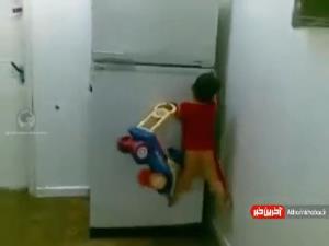 مهارت پسربچه در بالا رفتن از وسایل منزل!