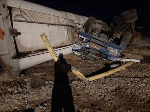 تانکر سوخت در محور بم-کرمان واژگون شد