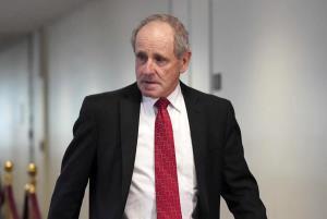 خواسته ضد ایرانیِ عضو ارشد سنای آمریکا پس از دیدار با مدیرکل آژانس