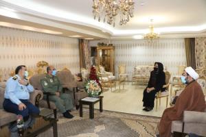 دیدار فرمانده نهاجا با همسر خلبان شهیدی که پیکرش بعد از ۲۳ سال به وطن بازگشت