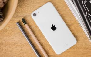 آیفون SE 3 احتمالا آخرین گوشی اپل با نمایشگر LCD خواهد بود