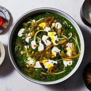 سوپ و آش/ طرز پخت «آش رشته»؛ به سبک مادربزرگها