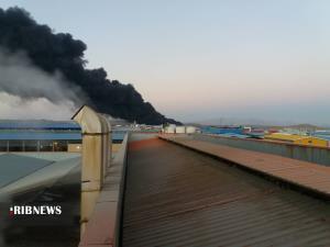 آتشسوزی گسترده در شرکت طبیعت؛ مصدومیت فرمانده انتظامی زرندیه