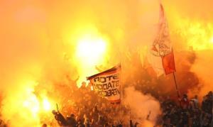 آتشبازی بزرگ هواداران آژاکس در یوهان کرایوف آرنا