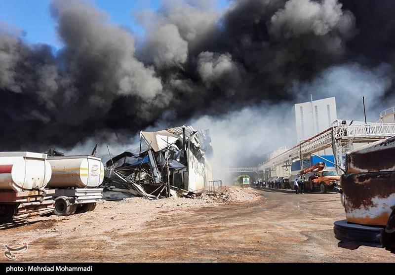 عکس/ آتش سوزی در یک کارخانه تولیدی صنعتی زرندیه