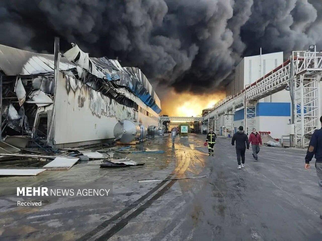 عکس/ آتش سوزی در شهرک صنعتی «مامونیه»