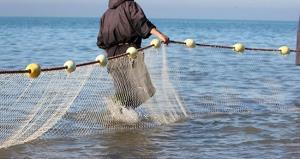 جمع کردن زباله های اقیانوس با تور ماهیگیری!