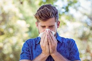 عطسه ی صبح گاهی کودکان نشانه ی آلرژی است؟