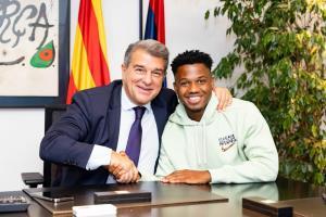 تصاویری از تمدید قرارداد ستاره بارسلونا