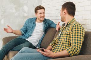 مهارت زندگی/ ۵ دلیل قطع ارتباط چشمی در زمان صحبت کردن