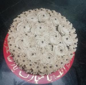 از شما/بفرمایید اینم کیک شکلاتی من با روکش خامه نسکافه ایی