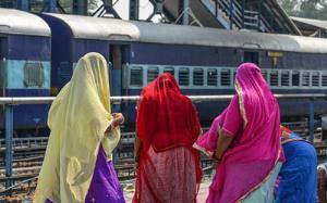 فرارِ زنِ هندی از مرگ در آخرین لحظات