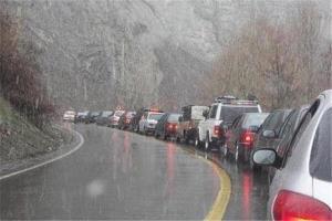 مسافران مجهز به شمال بروند؛ برف و باران در جاده چالوس، هراز و فیروزکوه