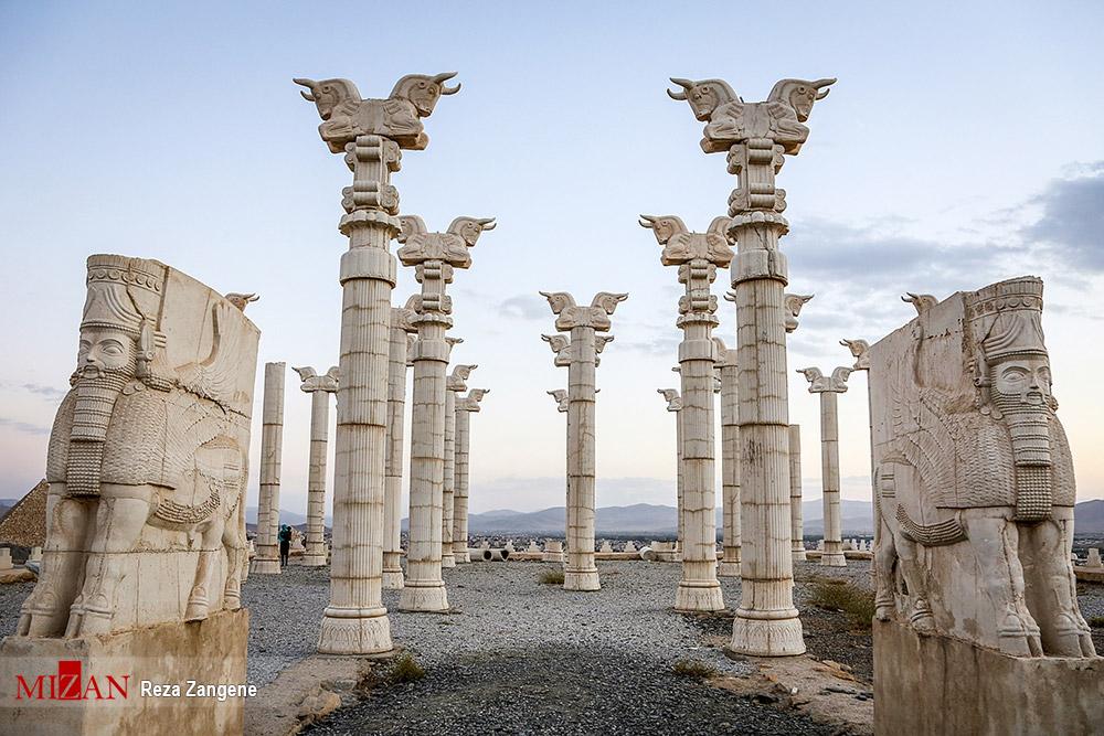 عکس/ ساخت المانهای تاریخی در پارک ملل همدان