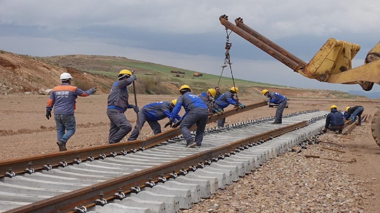 معاون وزیر راه: راهآهن اردبیل-میانه نیازمند ۱۸۰۰ میلیارد تومان اعتبار است