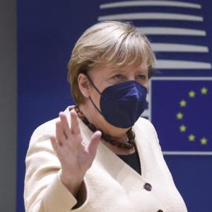 مرکل: اتحادیه اروپا را در برهه نگران کنندهای ترک میکنم