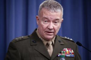 گفتگوی وزیر دفاع قطر و فرمانده نیروهای مرکزی آمریکا