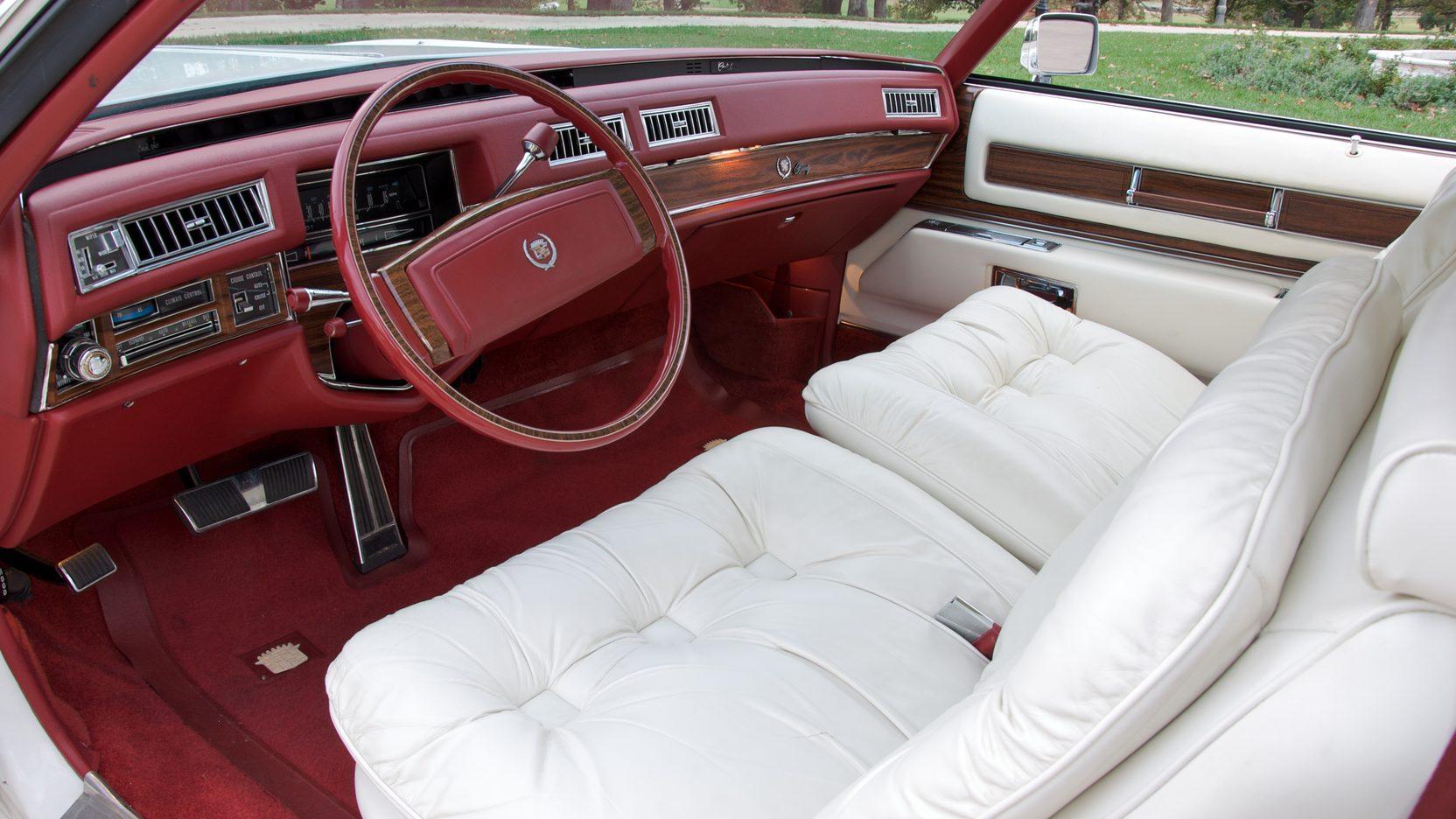 لذت رانندگی با کادیلاک کلاسیک