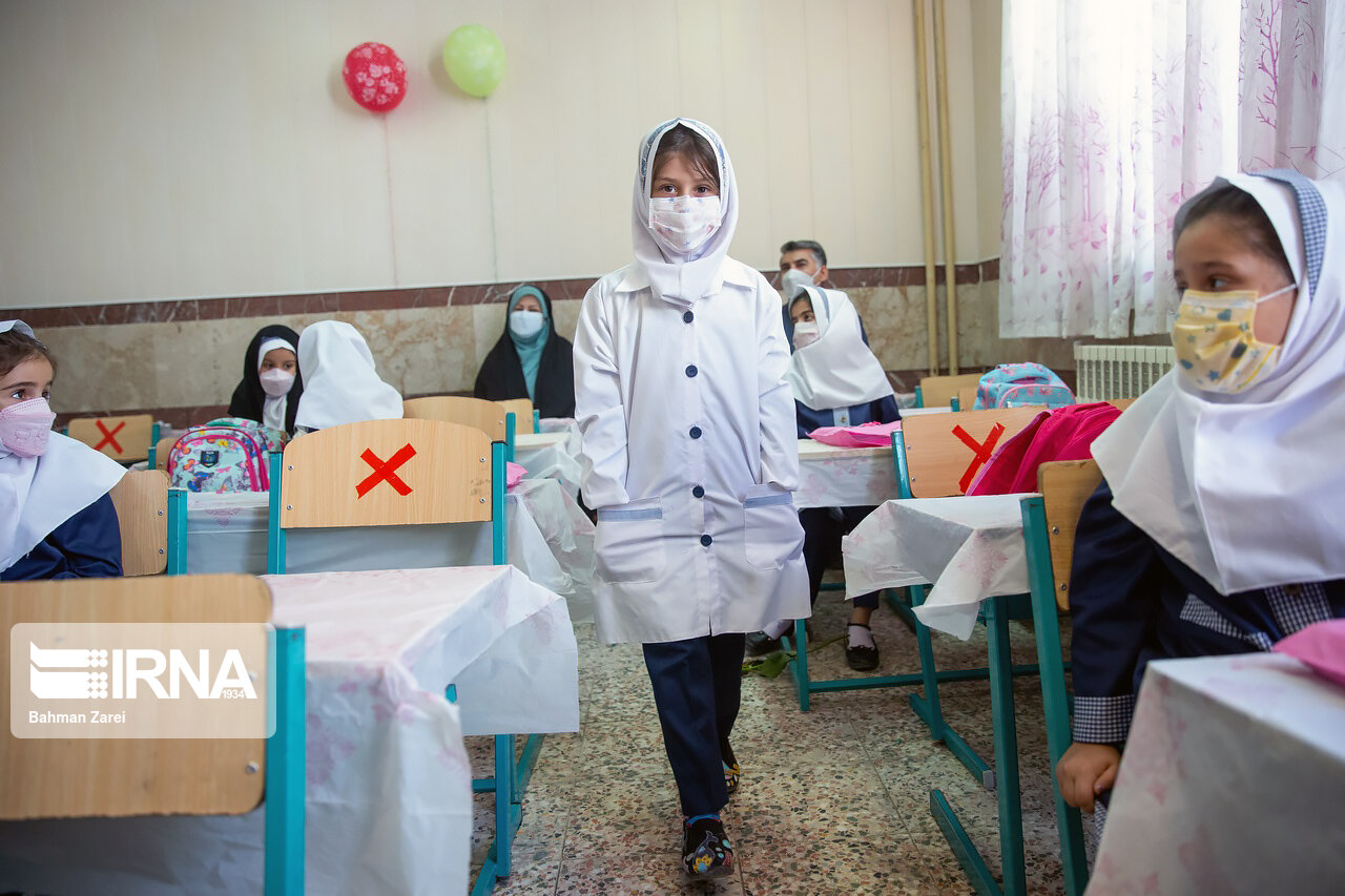 بازگشایی تمام مدارس کشور تا آخر آبان ماه