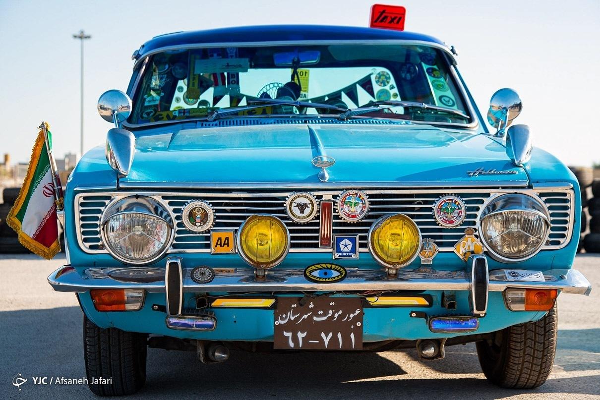 عکسهای برگزیده هفته؛ نمایش خودروهای کلاسیک در بوشهر