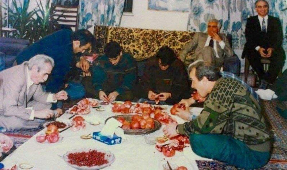 تصویری کمتر دیده شده از محمدرضا و همایون شجریان در مراسم انار خوران