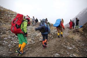 امدادگران هلال احمر ١٣ گمشده در ارتفاعات گیلان را پیدا کردند
