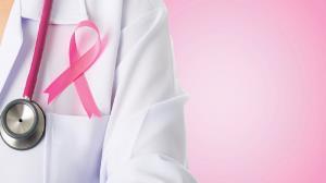 کدام افراد بیشتر در معرض ابتلا به سرطان سینه ارثی هستند؟