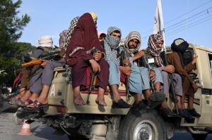 گاردین: طالبان مخالفان خود را اخراج و خانههایشان را مصادره می کند