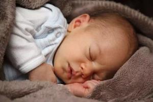 یک ساعت خواب اضافی نوزادان معادل کاهش ۲۶ درصدی خطر اضافه وزن در آنان