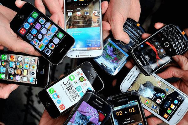 غولهای فناوری از چه موبایلی استفاده میکنند؟