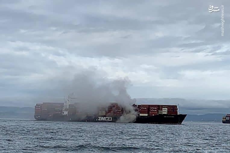 آتشسوزی در کشتی باری در سواحل کانادا