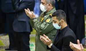تصویری از قهرمان جهان در نماز جمعه تهران