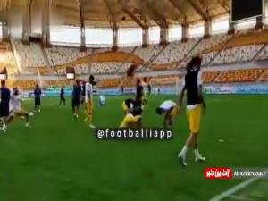 گرم کردن بازیکنان نفت مسجدسلیمان و سپاهان پیش از بازی