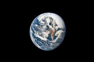کره زمین نور کمتری بازتاب میدهد!