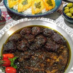 «جعفری قرمه» غذای خوش عطر گیلانی با فوت کوزه گری مامان بزرگ