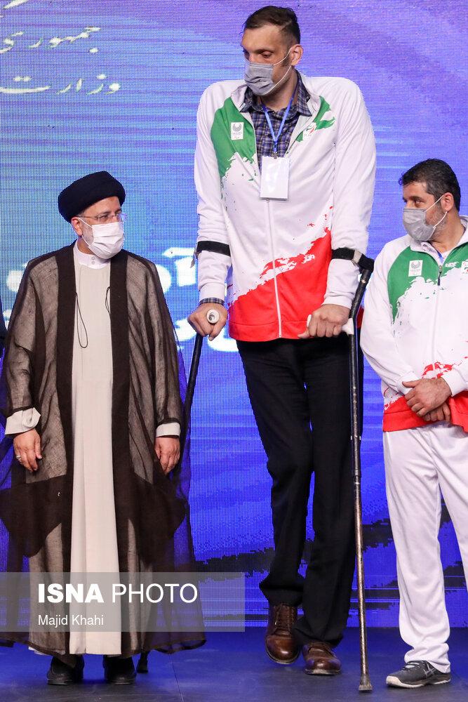 عکس/ تجلیل رئیس جمهور از بازیکنان تیم ملی والیبال نشسته