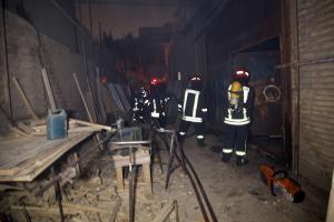 مهار آتش سوزی مهیب در کارگاه تولیدی