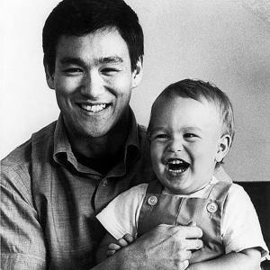 وقتی فرزند «بروس لی» هم سر صحنه فیلم برداری کشته شد