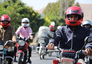 توزیع بیش از ۲۰۴ کلاه ایمنی بین موتورسواران خراسان جنوبی