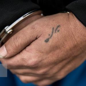 دستگیری موادفروش مامورنما با سابقه ارتکاب قتل