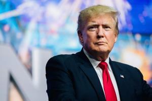 ترامپ: آمریکا از درون در حال مردن است