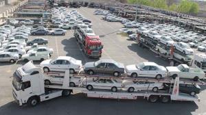 تصادف وحشتناک یک تریلی حامل خودرو با گاردریل!