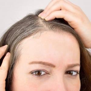 آیا می توان رنگ را به طور طبیعی به موی سفید شده بازگرداند؟