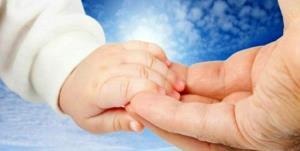 نوزاد ۴ ماهه بهابادی، کوچکترین حامی ایتام