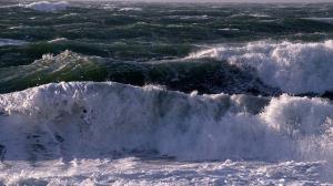 دریای خزر طوفانی می شود؛ صیادان به دریا نروند