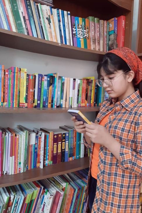 دختری که ۸۰ برابر سناش کتاب خوانده است!