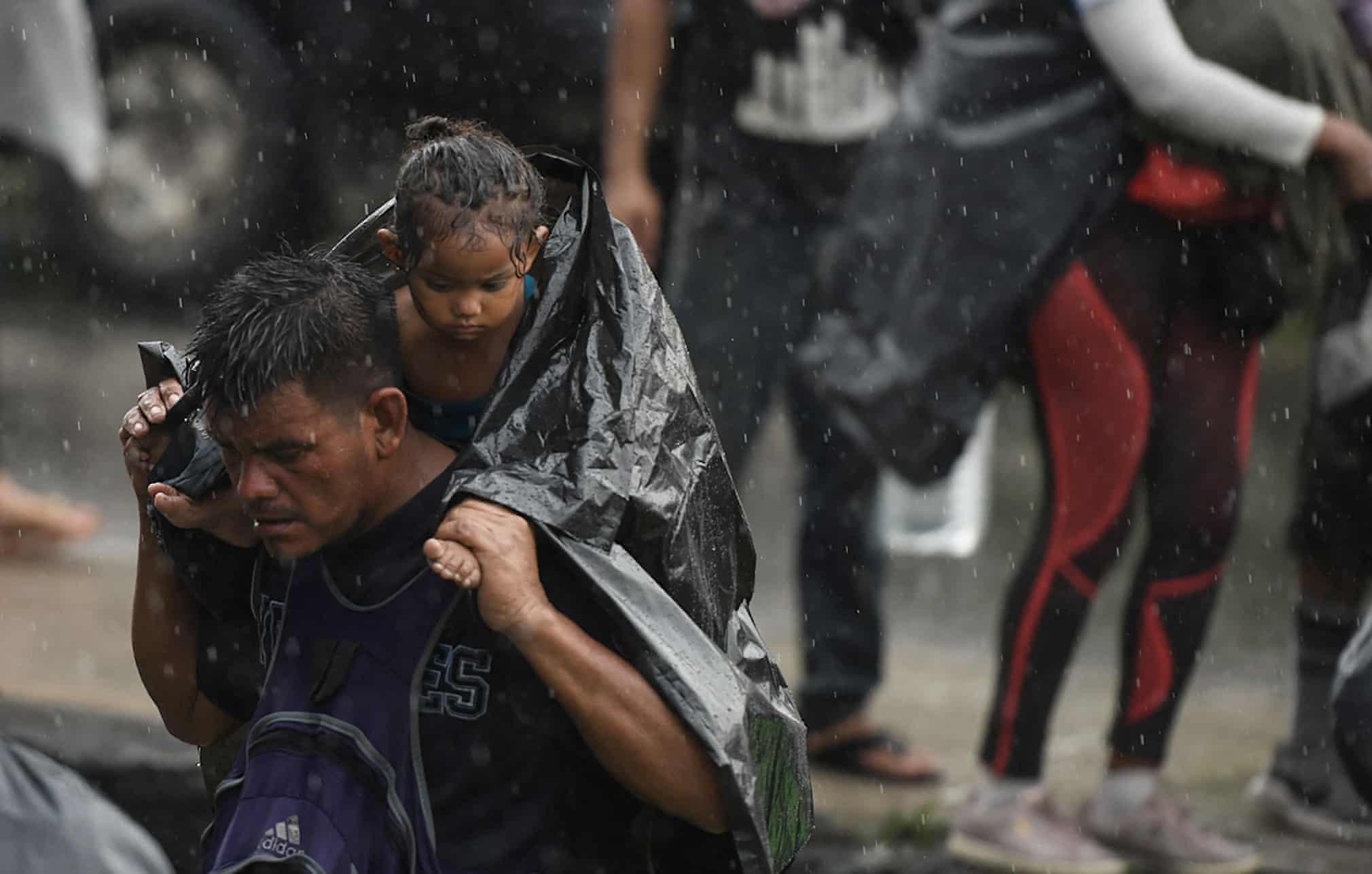 شرایط سخت مرد مکزیکی به دنبال پناهندگی